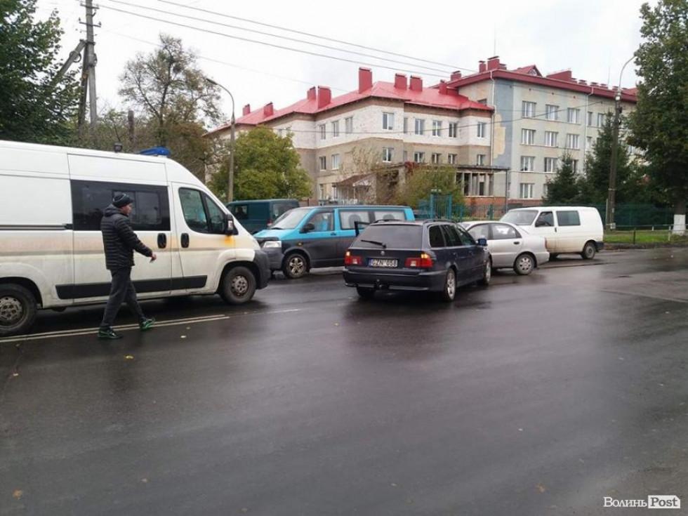 Рух на Львівській ускладнений