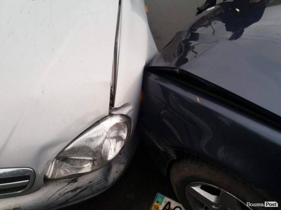 Автівки зазнали ушкоджень