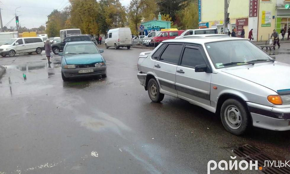 Автівки отримали механічні пошкодження
