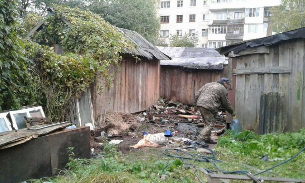 Муніципали знесли гаражі з непотребом по вулиці 8 Березня, 31 та вулиці Саперів, 19