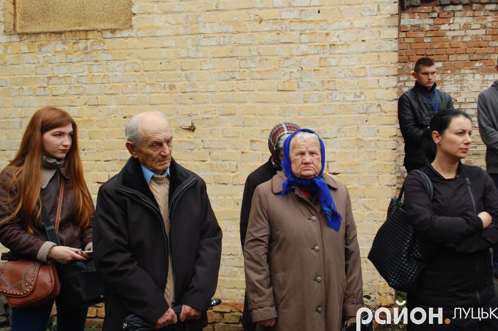 Прийшли вшанувати пам'ять вбитих в'язнів Луцької тюрми