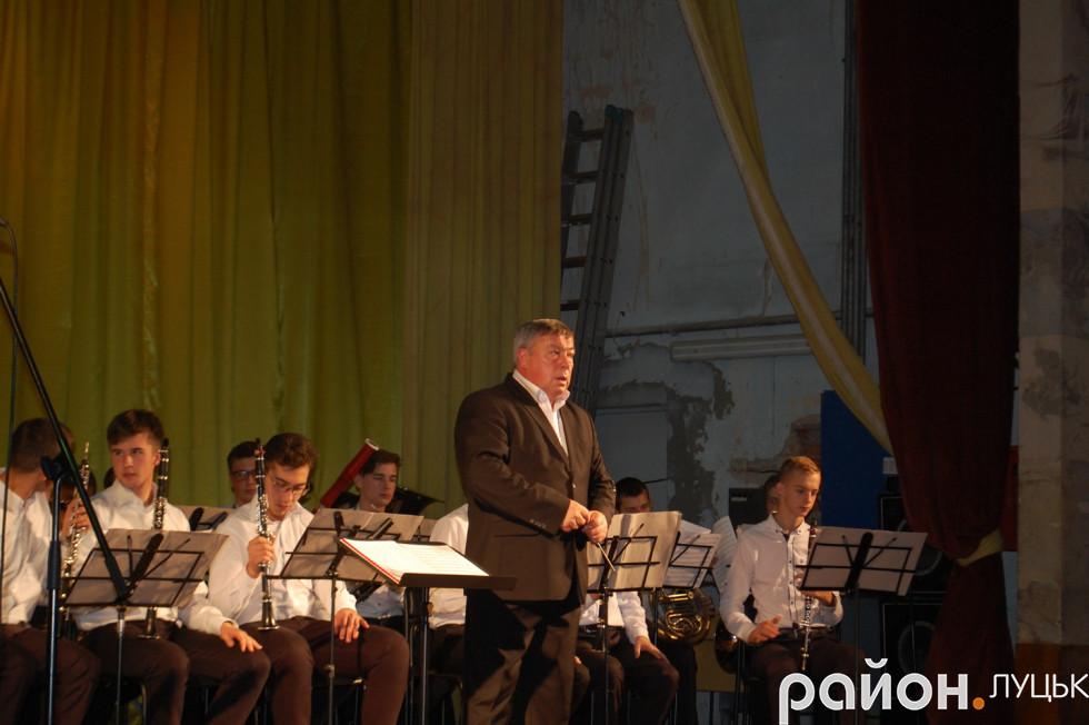 Художній керівник і диригент, заслужений діяч мистецтв в Україні Микола Чорний
