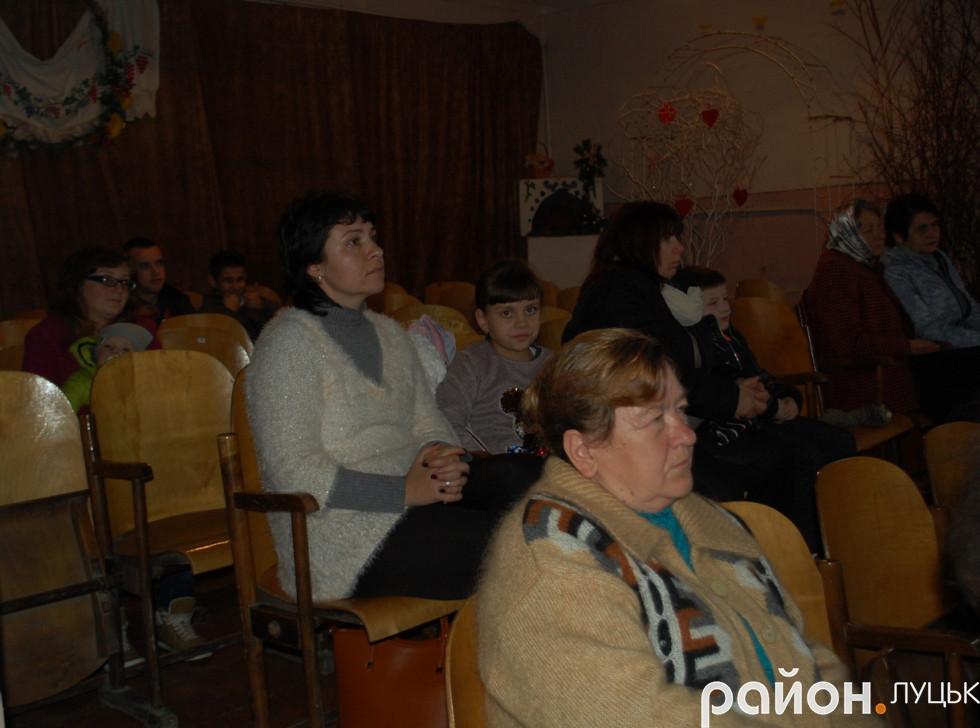 Глядачі, які прийшли подивитися концерт