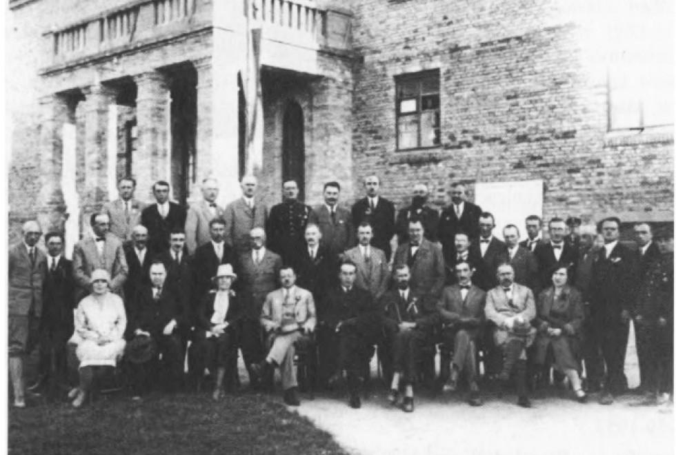 Комітет Волинської виставки в Луцьку. Вересень 1928 р. В першому ряду, п'ятий зліва воєвода Юзевський.