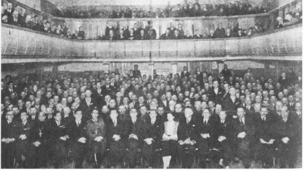 Другий крайовий з'їзд Волинського Українського об'єднання в Луцьку, 30-31 березня 1935 р. В першому ряду, сьомий зліва депутат Пйотр Певний, восьмий – Генрик Юзевський.