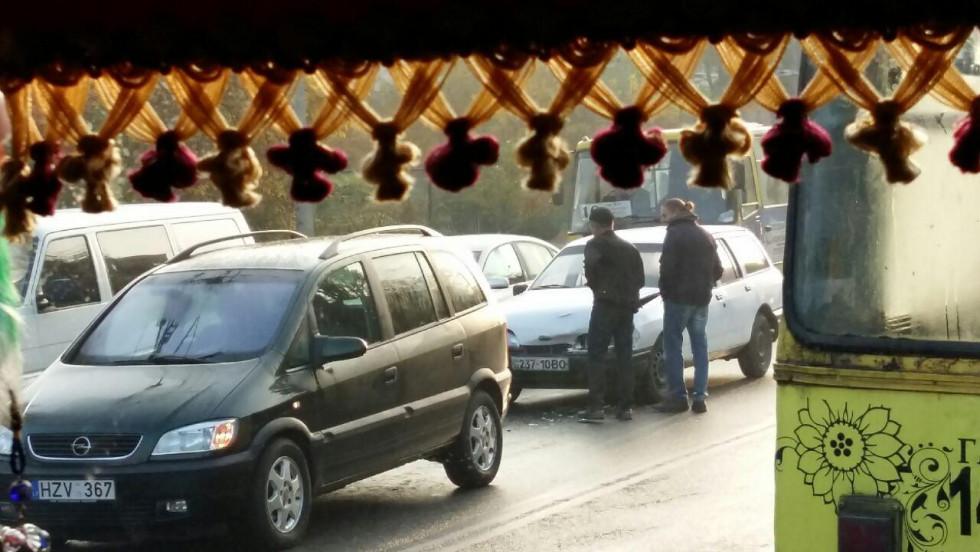 Водії оцінюють пошкодження автівок