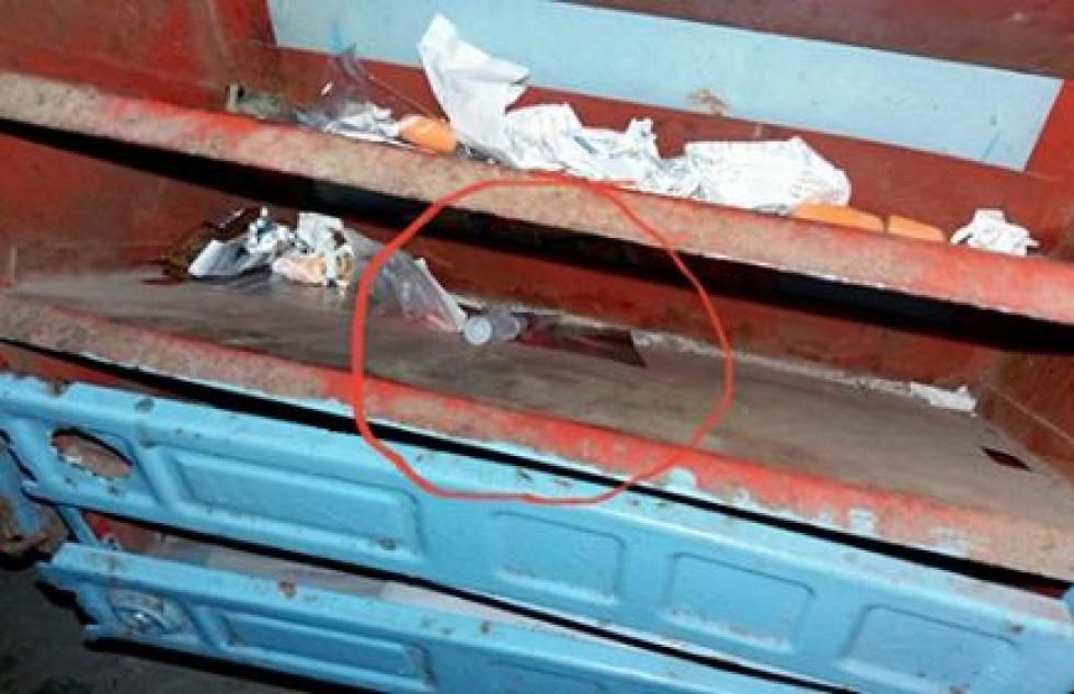 Шприц із речовиною, схожою на кров, залишили просто у поштовій скриньці