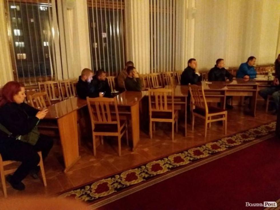 Зараз активісти перебувають у конференц-залі адміністрації