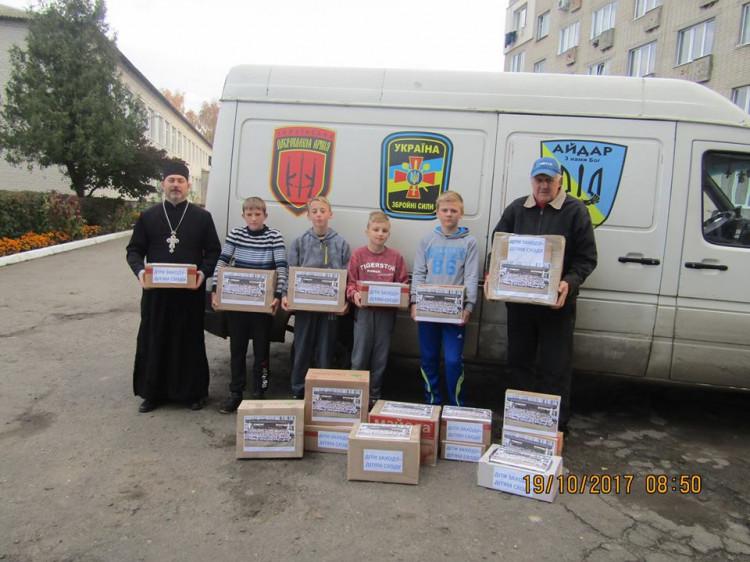 Учні школи у селі Гірка Полонка передали допомогу на Схід