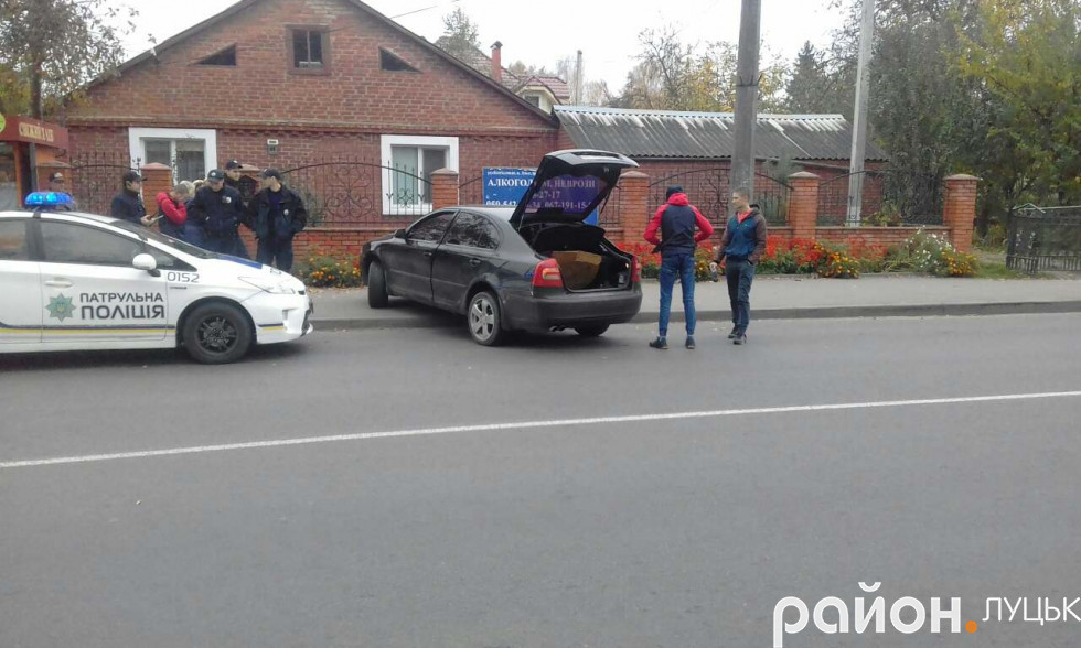 Легковик вискочив на тротуар