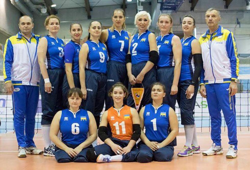 Богдана Караванська - зліва у нижньому ряді