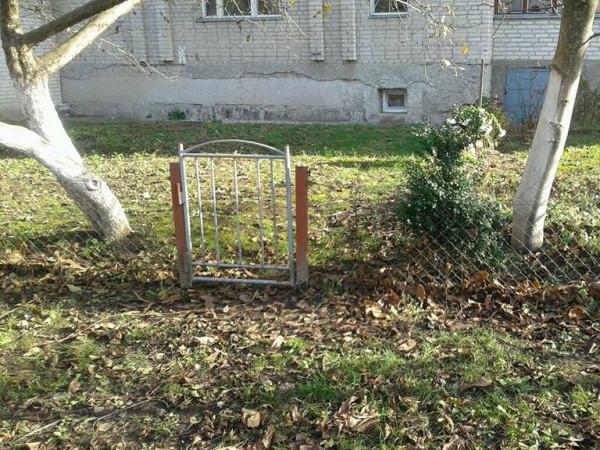Знесений паркан