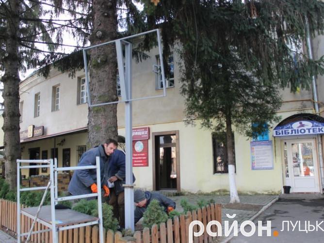 Табло встановлюють біля обласної бібліотеки для юнацтва