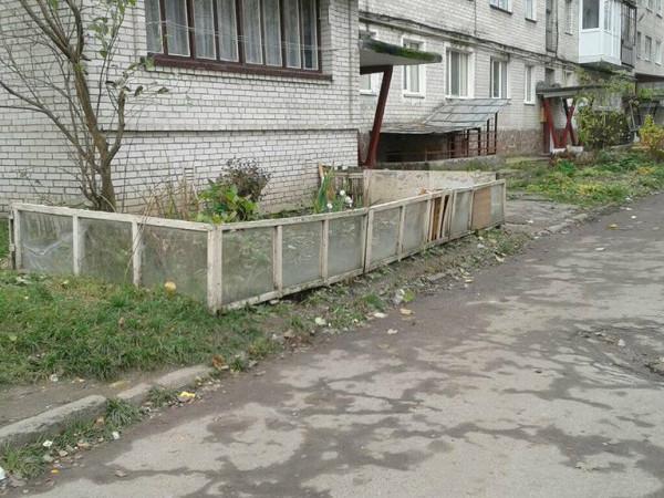 Муніципали  знесли 10 парканів на вулицях Арцеулова та Гулака-Артемовського