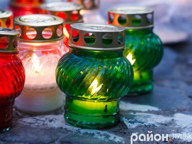 Лучани запалять свічки у пам'ять жертв