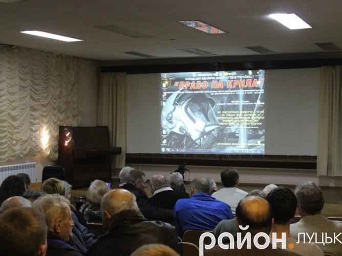 Зірвали показ фільму про радянську авіацію