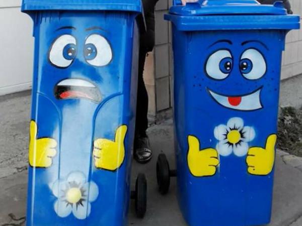 Розфарбовані сміттєві баки