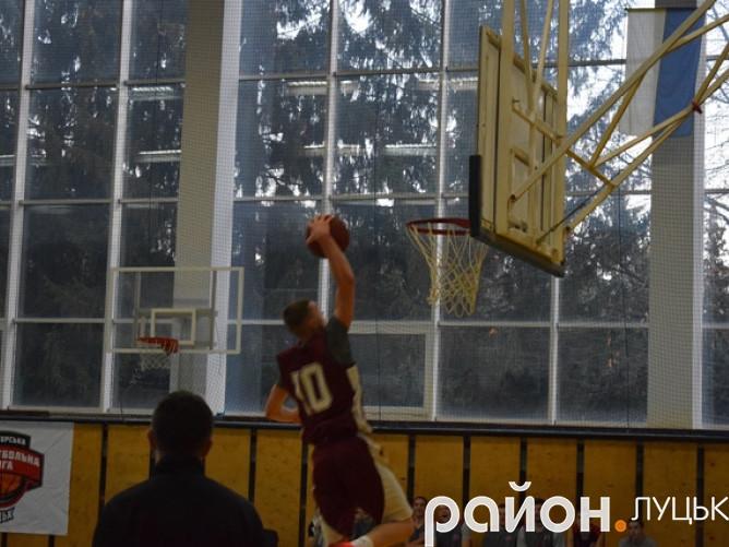 Юрій Шкондя з «ЛНТУ» відзначився ефектним слем-данком у грі проти «Університету»