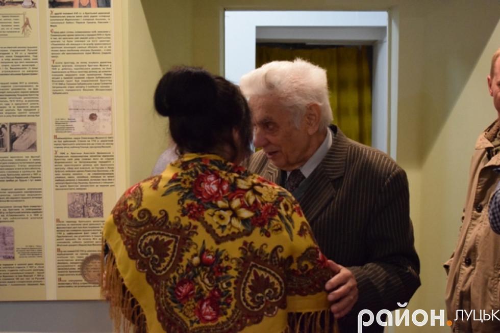 Художниця Ірина Дацюк та голова братства Андрій Бондарчук