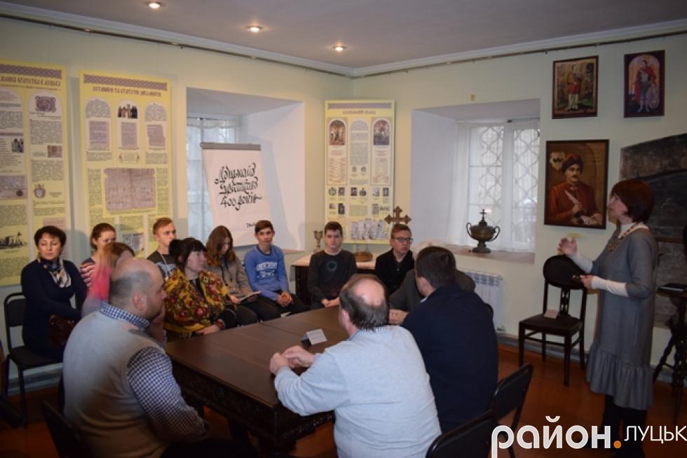 Учасники заходу «Подаруй музею твір»