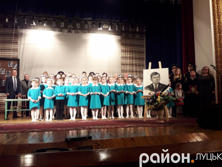 Учасники вечора пам'яті Юрія Лелюкова у Луцьку