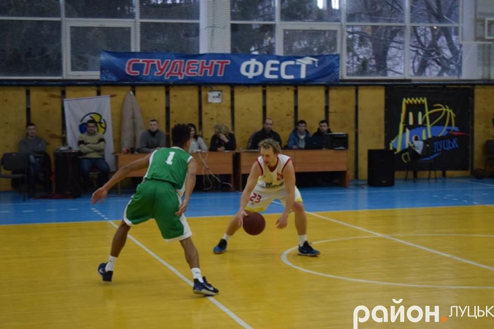 Дуель розігруючих Едуарда Федчука та Августіна Козанчука була однією із центральних у обох поєдинках