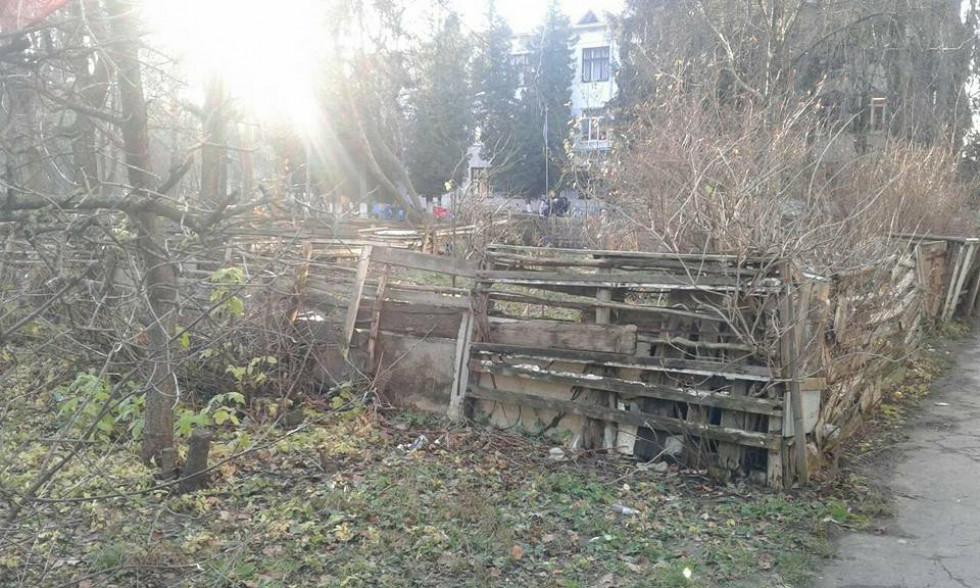 Кривий паркан