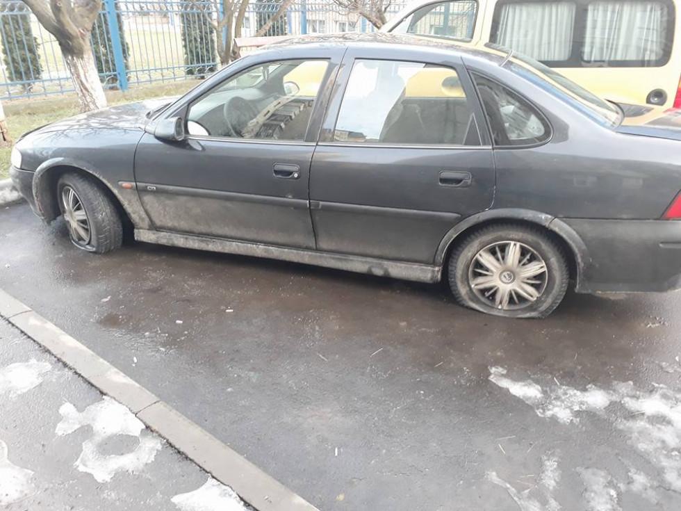 Автівці «здули» колеса