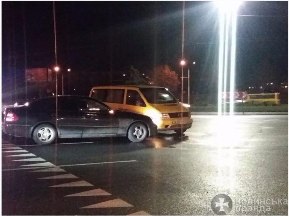 Обидва автомобілі зазнали незначних механічних пошкоджень.