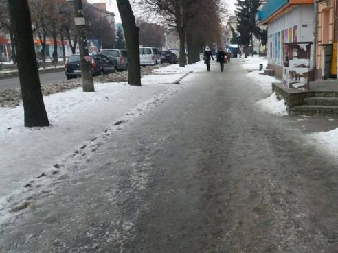 Обледенілий тротуар