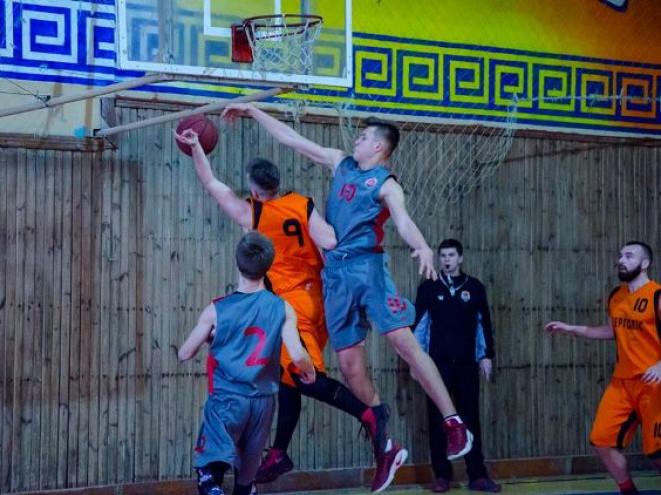 Володимир Шевчук, який ставить блок гравцю «Шахтаря, допоміг «Університету» залишитися лідером АБЛ-2018 після другого туру