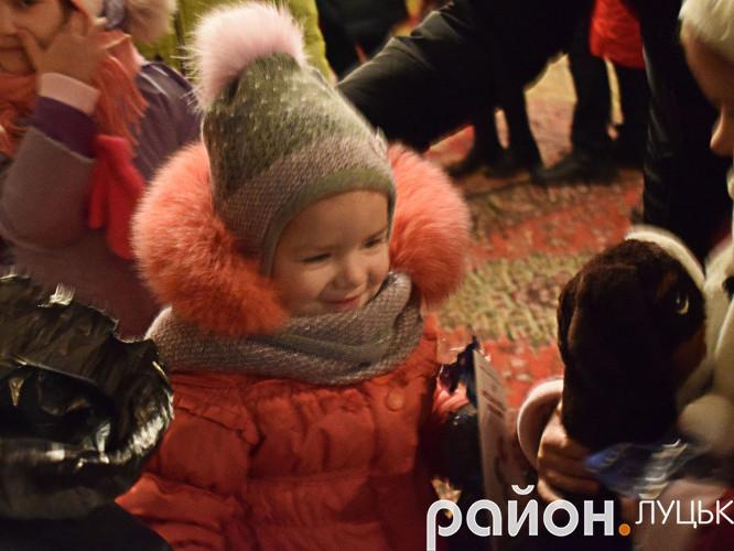 Придбав подарунки для маленьких прихожан депутат Петро Нестерук