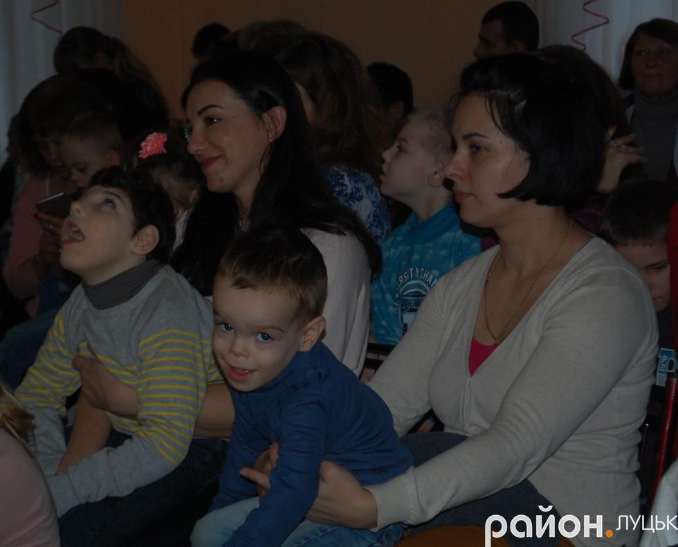 Дітки зі своїми батьками