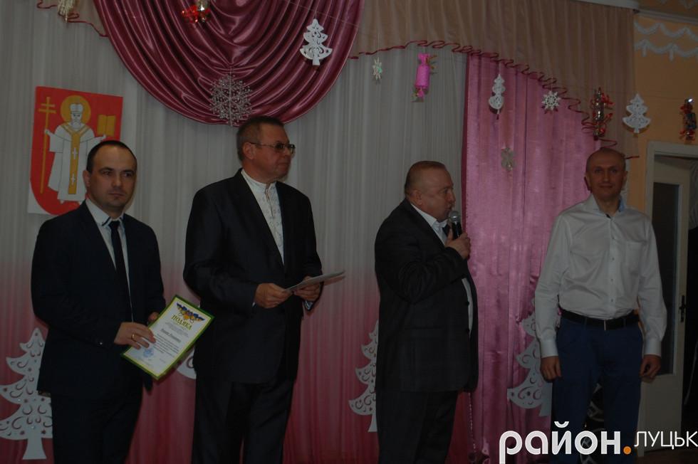 Благодійники та директор центру Олександр Стельмащук