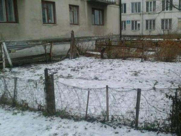 Демонтують паркани