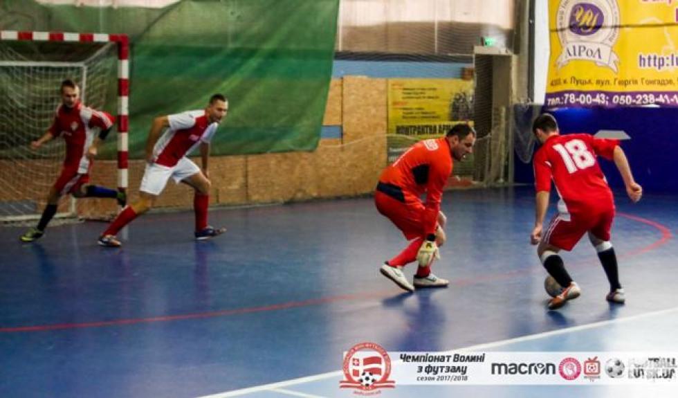 Навіть ось такі виходи воротаря «ПІК-БУДу» Олександра Антипенкова не вберегли команди від поразки у матчі проти «Ласки-2»