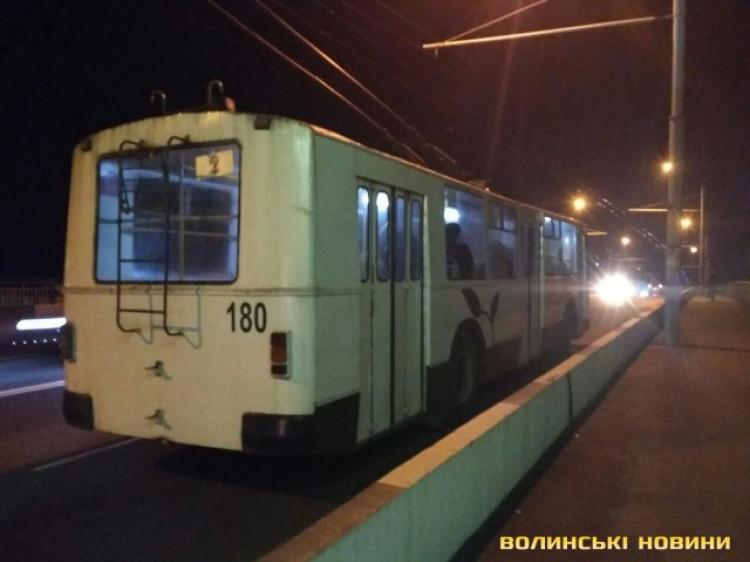 Рух тролейбусів зупинено