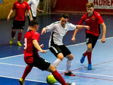 Команда «Камаз-Агро» (у червоно-чорному) - єдиний суперліговий представник та один з фаворитів турніру
