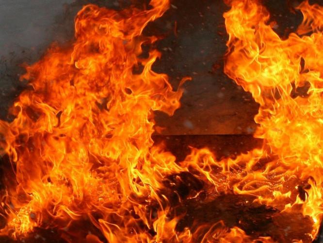 Вогонь ледь не забрав життя двох чоловіків