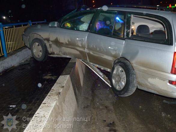 Opel врізався у відбійник