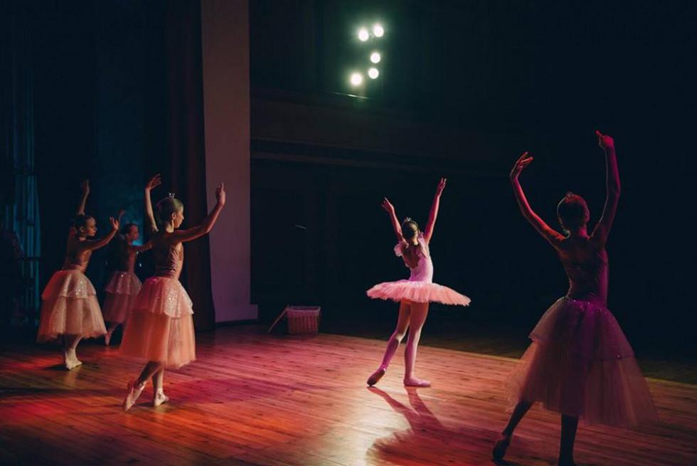 Фото балерин з-за сцени