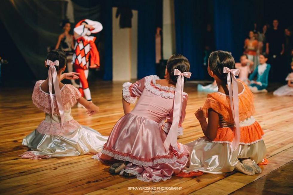 Балерини грають свої ролі