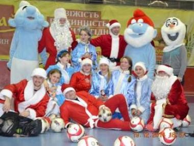 Футзальний «батл» Дідів Морозів та Снігурочок