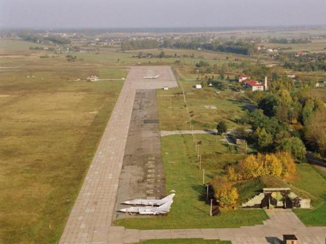 Луцький військовий аеродром Вишкiв