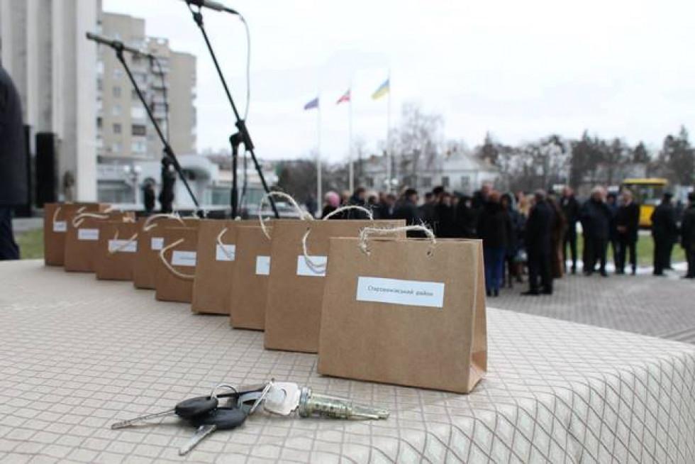 Ключі від транспорту вручали на Київському майдані у Луцьку