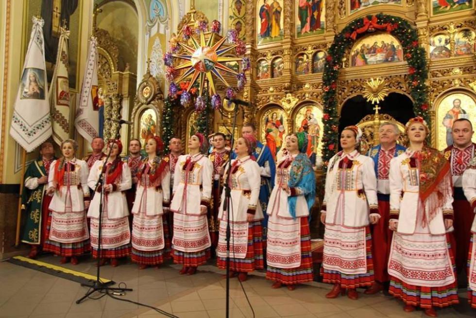 Волинський народний хор виступає на фестивалі «Коляда на Майзлях» в Івано-Франківську