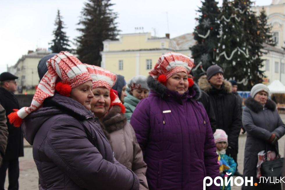 Колектив з Білорусі приїхав у яскравих костюмах