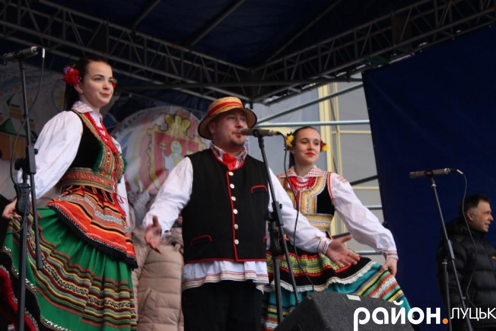 Поляки щі сцени побажали всім гарного Різдва і цікавого фестивалю