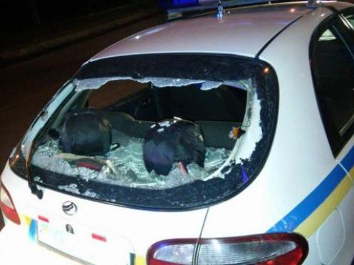 Побита поліцейська машина