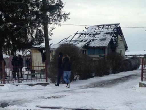 У будівлі пошкоджений дах
